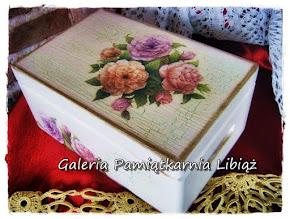 Ozdobne Pudełko Decoupage drewniane z wiekiem Kufer Kwiaty Róże Pastelowe Skrzynia