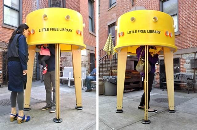 orang ramai di dalam perpustakaan