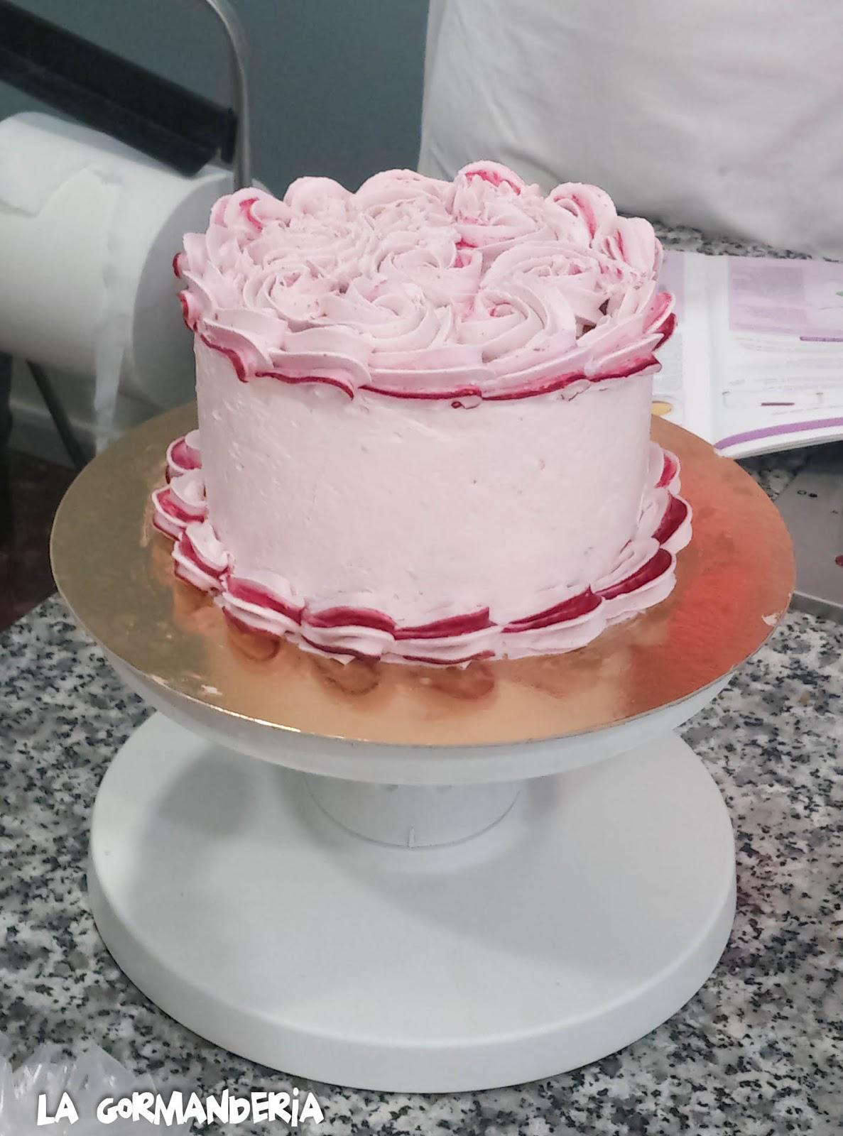 tarta de nata y frutos rojos
