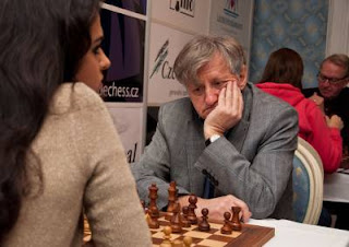 Échecs à Prague : Tania Sachdev face à Oleg Romanishin © site officiel