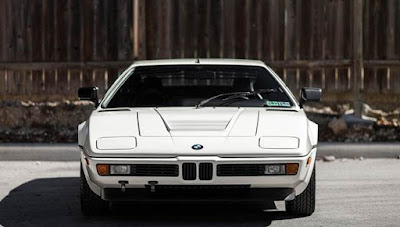 BMW M1 Poised