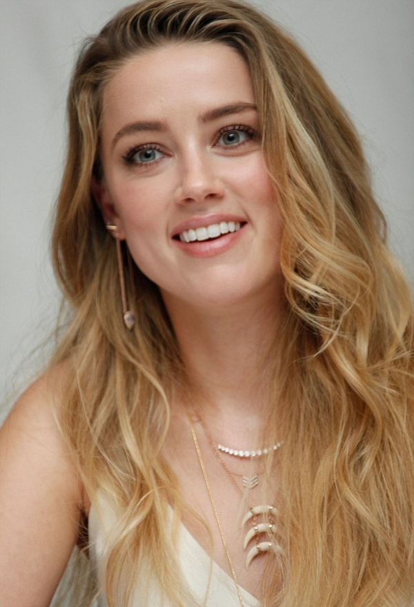 Amber Heard necklace