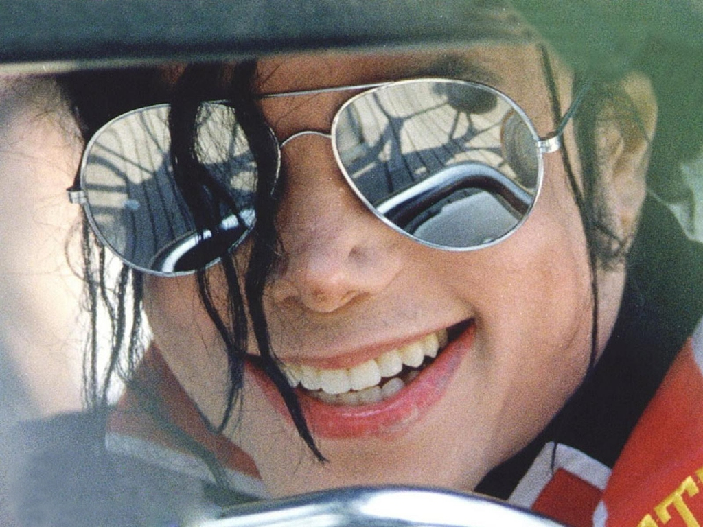 http://4.bp.blogspot.com/-xWtwp9Yx2wQ/UIP5waS05dI/AAAAAAAAAwI/xWQzeoz5jiQ/s1600/Michael-Jackson.jpg