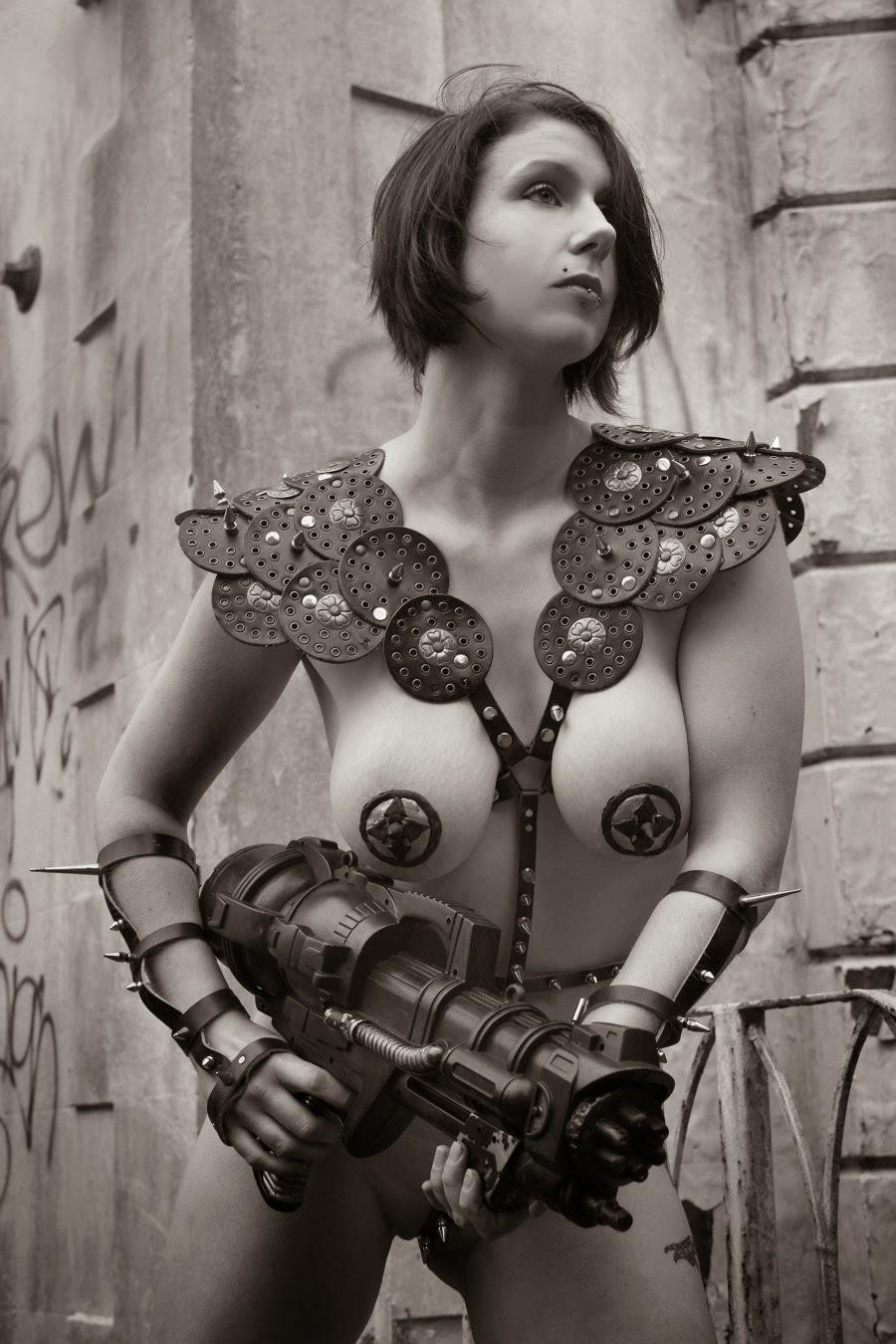guerriere steampunk courte vetue en noir et blanc