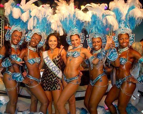 Lindas mujeres en el Carnaval de Brasil