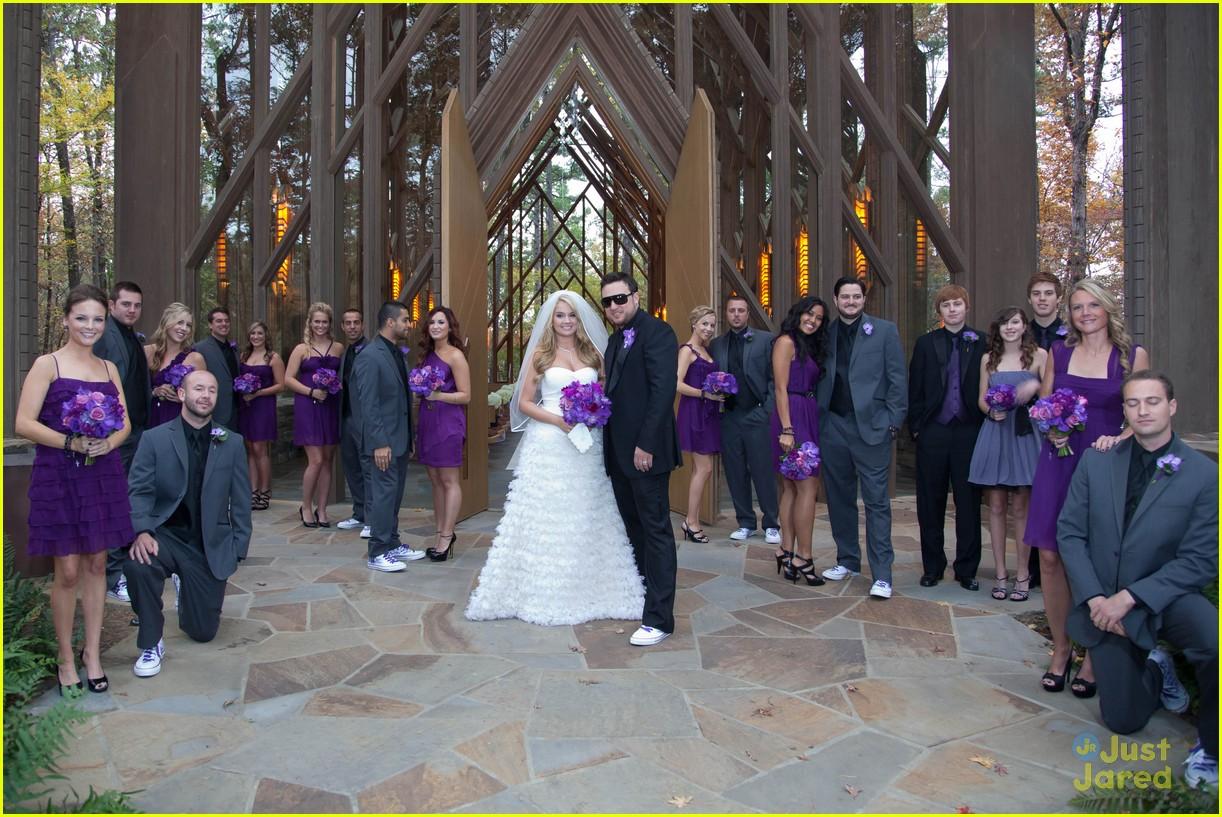 http://4.bp.blogspot.com/-xXOL1fBkD50/TsglyWy0KTI/AAAAAAAADuk/F8eLrLFsMSo/s1600/tiff-thornton-more-wedding-pics-13.jpg