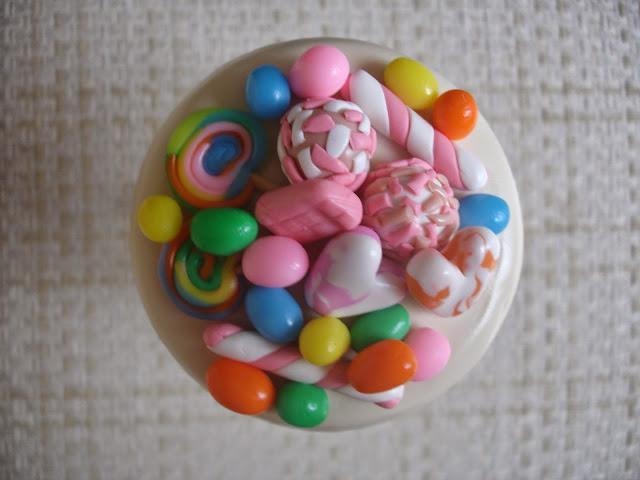 Doces guloseimas, vidro decorado em biscuit