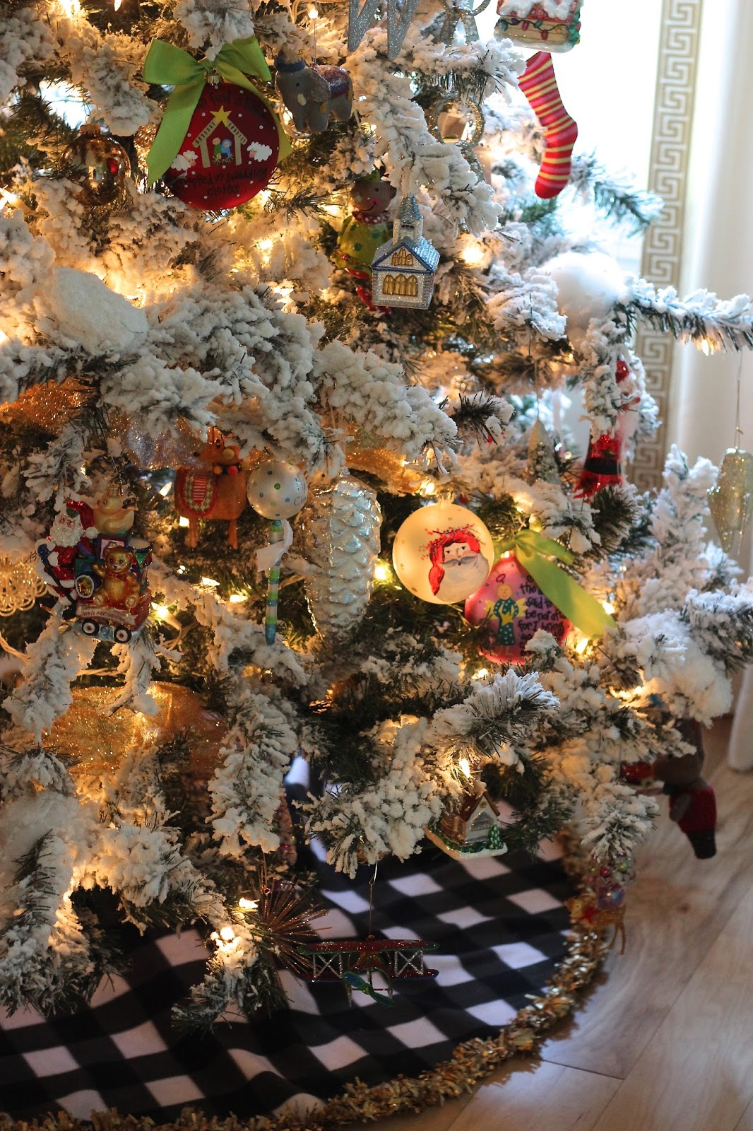 Miss Dixie: Flocked Trees + DIY No Sew Tree Skirt!