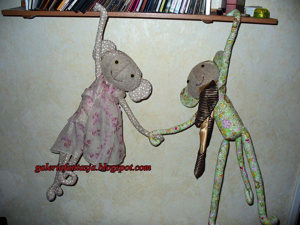 Tilda i jej domek - małpka