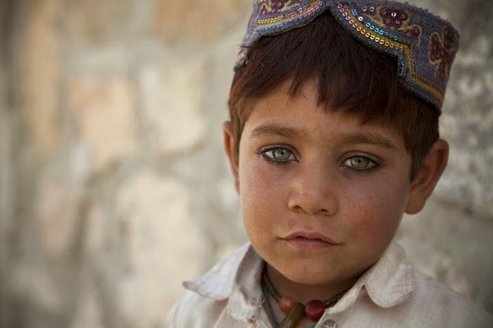 صور مدهشة أطفال الأفغان داخل الأراضي الباكستانية!