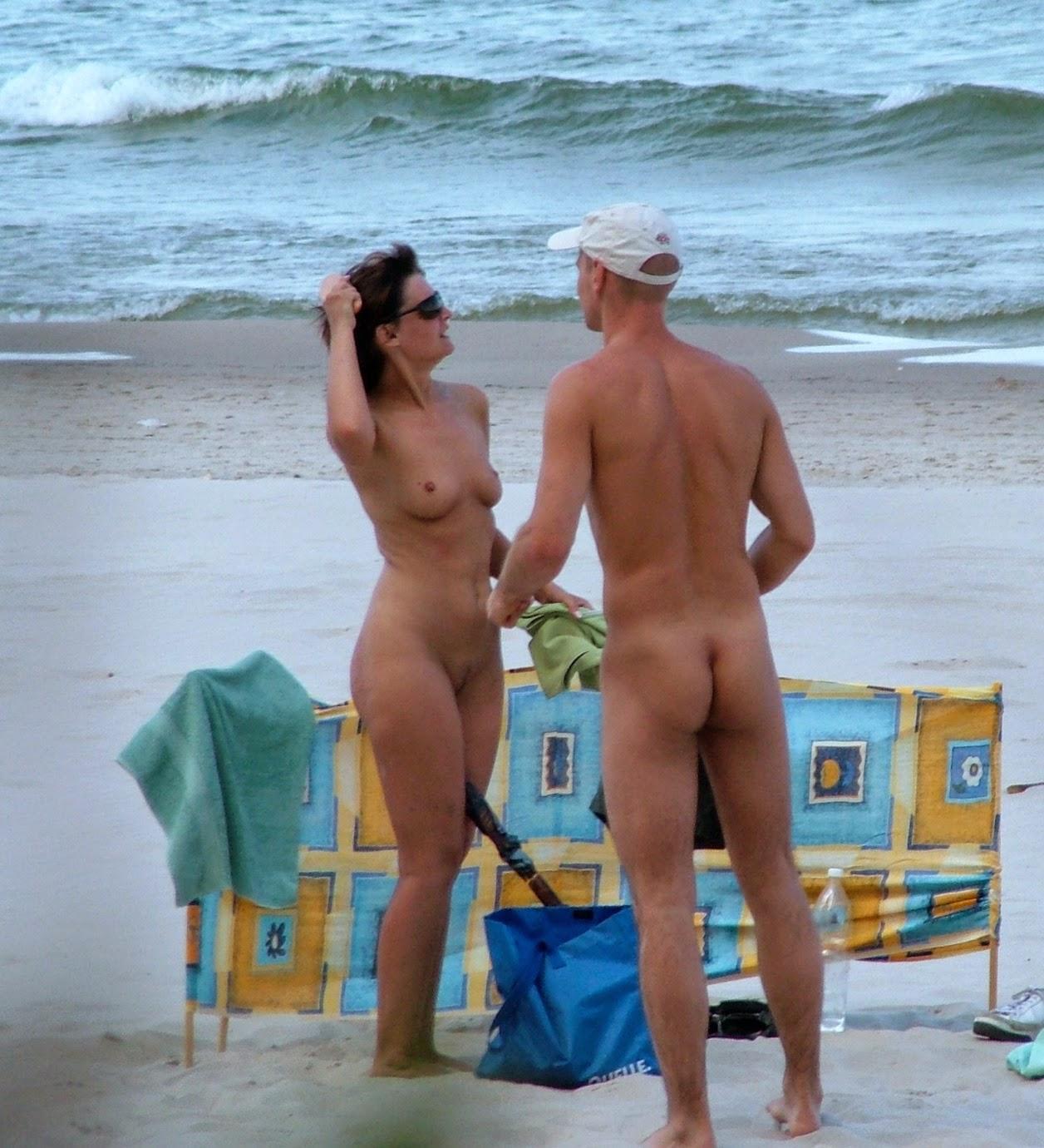 na-semeynom-nudistskom-plyazhe