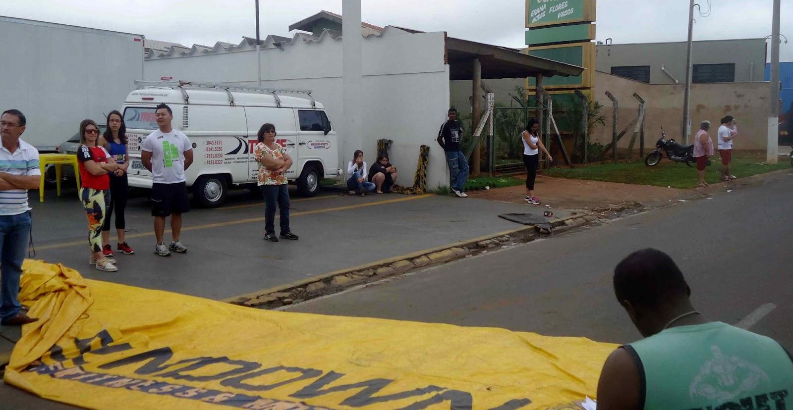 Foto 72 da 1ª Corrida Av. dos Coqueiros em Barretos-SP 14/04/2013 – Atletas cruzando a linha de chegada