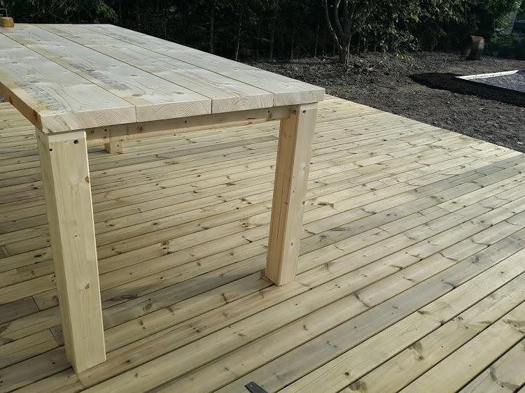 Itse tehty pöytä