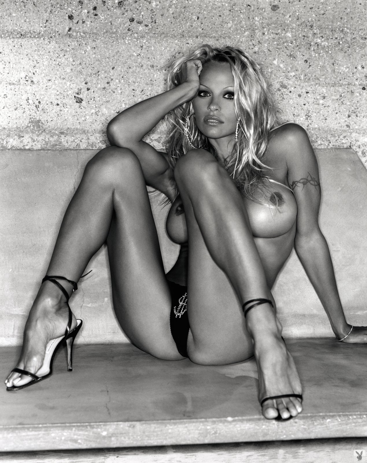 Hot naked pamela anderson