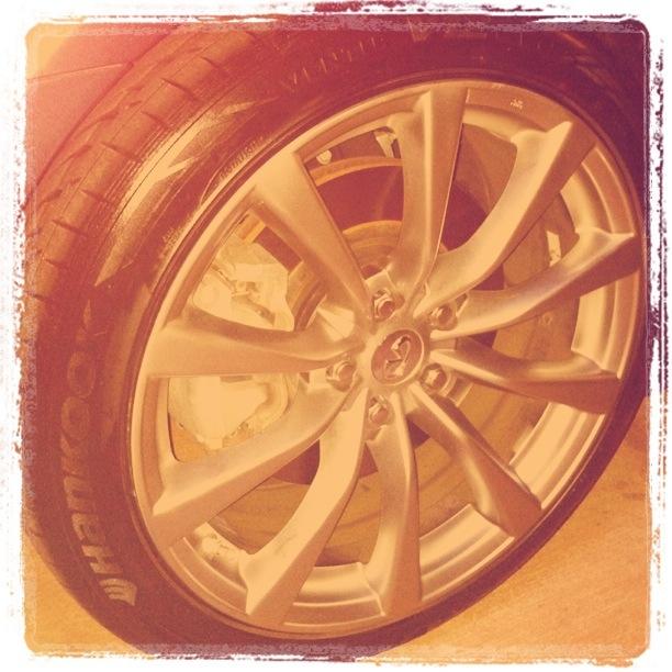 Infiniti G37 car mag wheel
