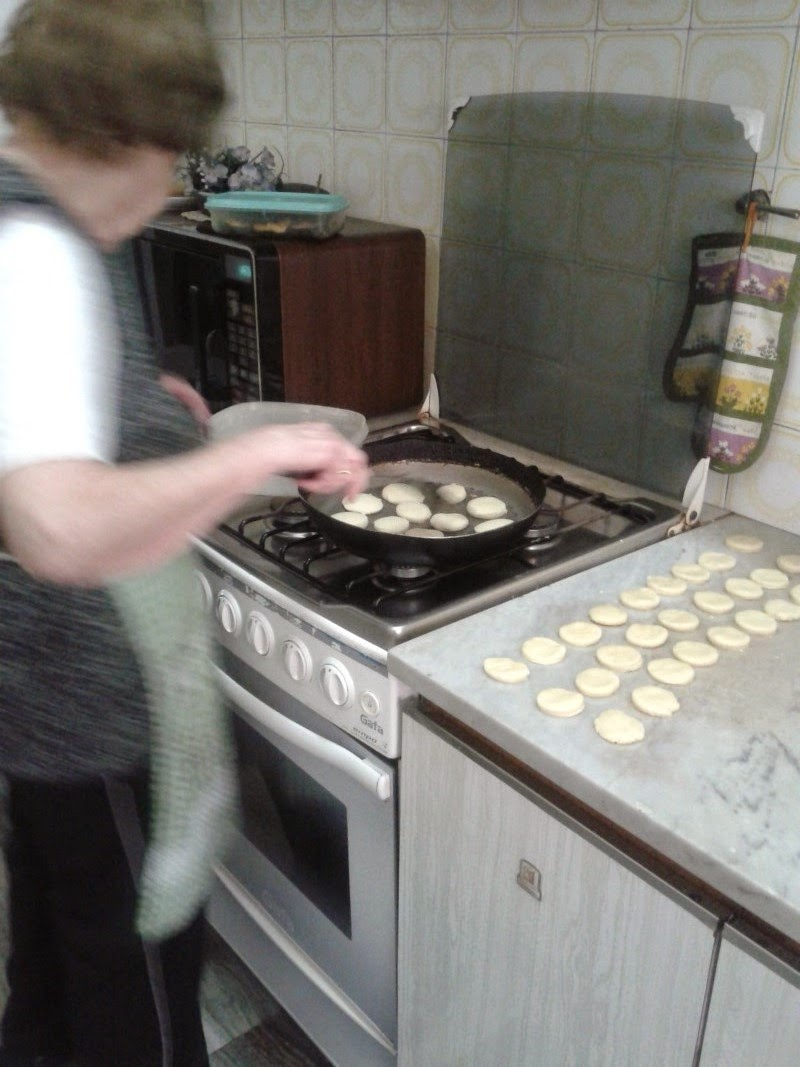 la abuela cora cocinando