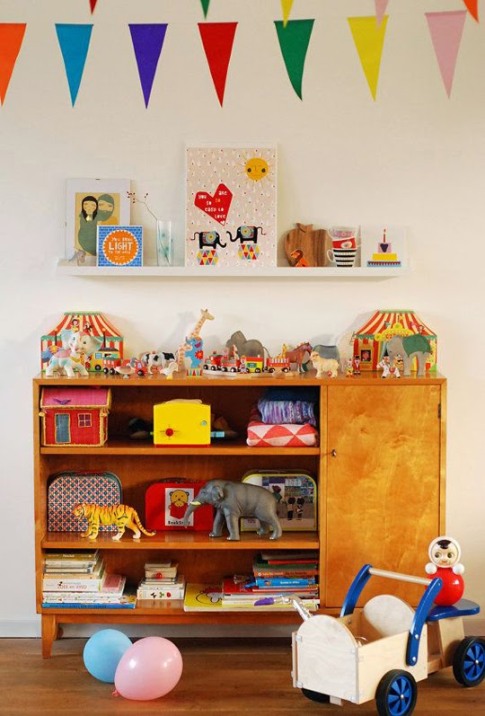 vintage childrens room