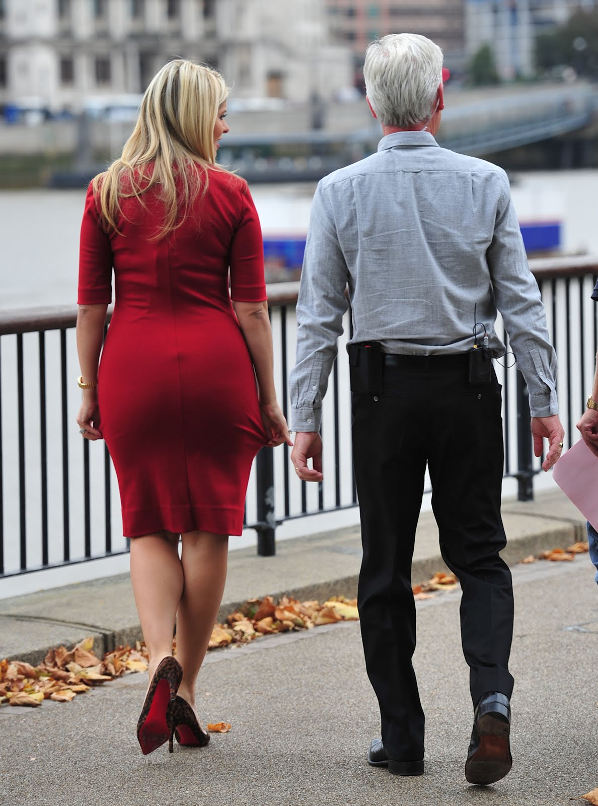 http://4.bp.blogspot.com/-xZCJmWbV3mM/TyKEmBoPtAI/AAAAAAAAIb4/qXI41z7xxS4/s1600/sploogeblog_holly_willoughby_minidress_ass_thismorning_01.jpg