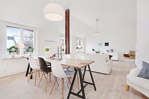 soffitto ispirazioni Travi : In questo locale bianco con arredi chiari spiccano i pochi elementi ...