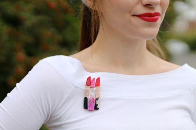 Erstwilder Lip Service brooch