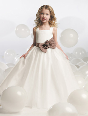 Dress Designs  Girls on Dresses  Discount Wedding Dresses  Bridesmaid Dresses  Flower Girls