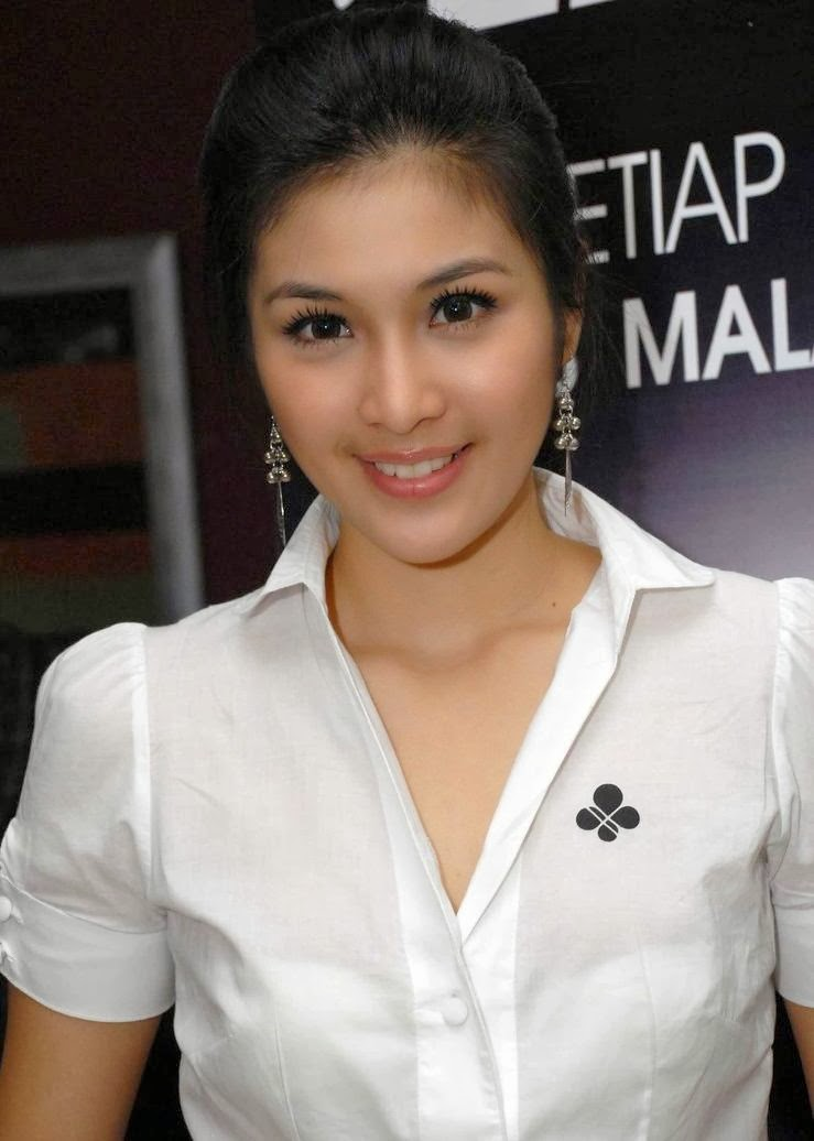 sandra dewi sexy photos 03