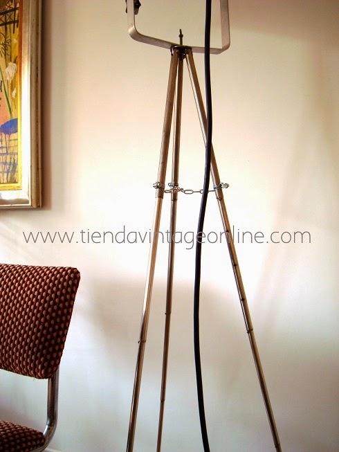 Lámparas vintage sobre trípode