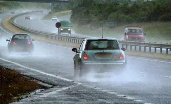 Tips Persiapan Kendaraan di Musim Hujan