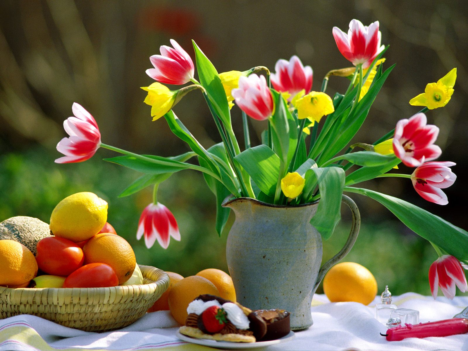 http://4.bp.blogspot.com/-x_4hEPglfSY/UAFQh9fJ5LI/AAAAAAAAACY/gy0tgsd6eGg/s1600/Beautiful-Flowers-wallpapers1.jpg