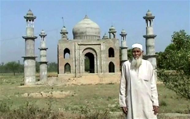 Faizul Hasan Kadari membina replika Taj Mahal untuk isterinya Begum Tajmulli yang meninggal dunia pada tahun 2011.
