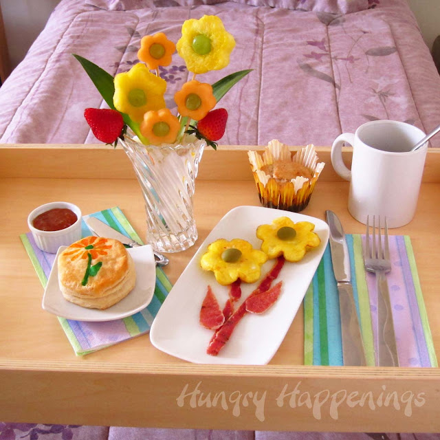 Mother 39 s day breakfast in bed plus a giveaway from wilton for Good ideas for mother s day breakfast in bed