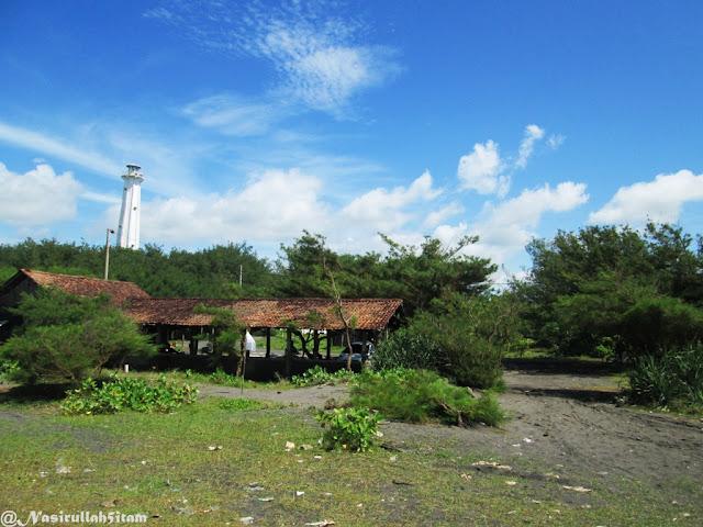 Mercusuar dari pantai Pandansari