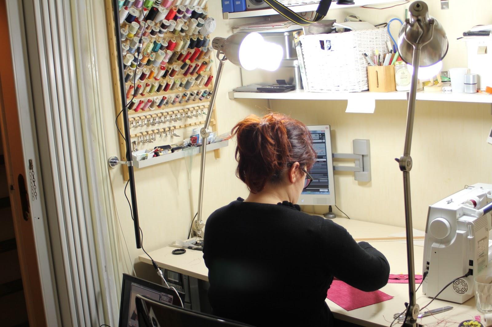 Scuola di cucito scatti dal backstage for Porta macchina da cucire