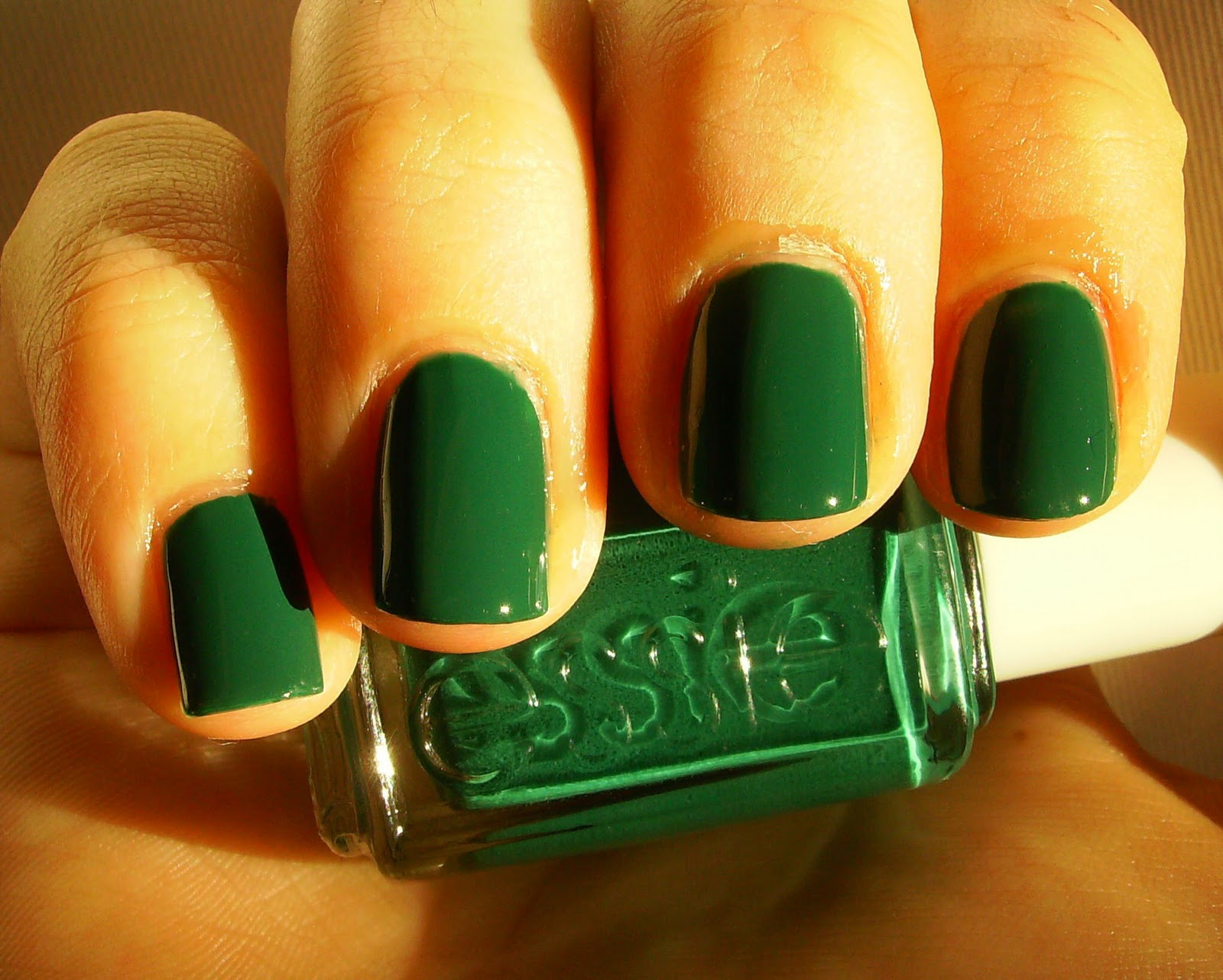 Дизайн ногтей зелёным фото
