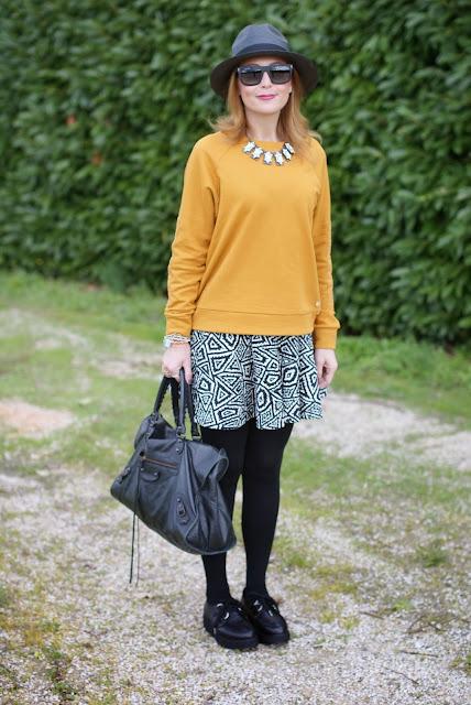 outfits, mustard sweatshirt, balenciaga work bag, penelope flatform creepers, fashion and cookies, fashion blogger