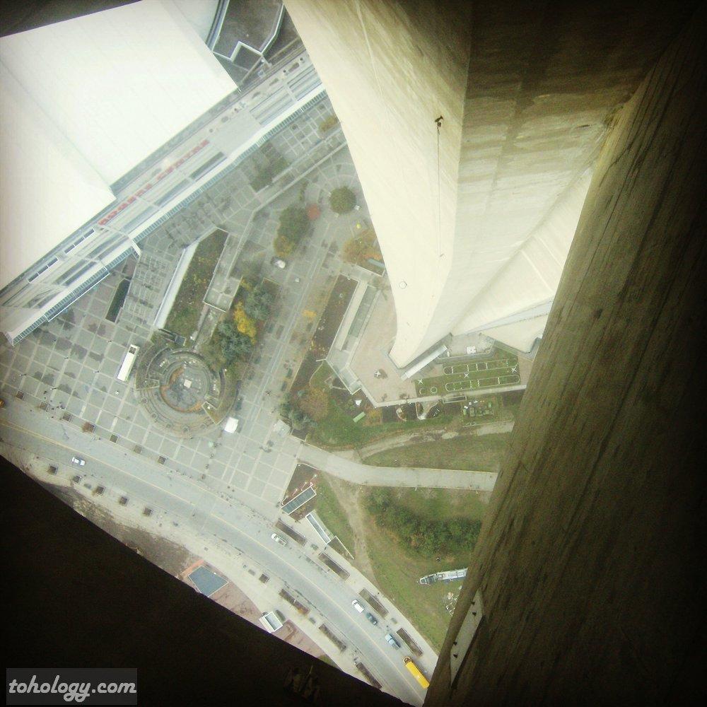 CN Tower (La Tour CN), Glass Floor