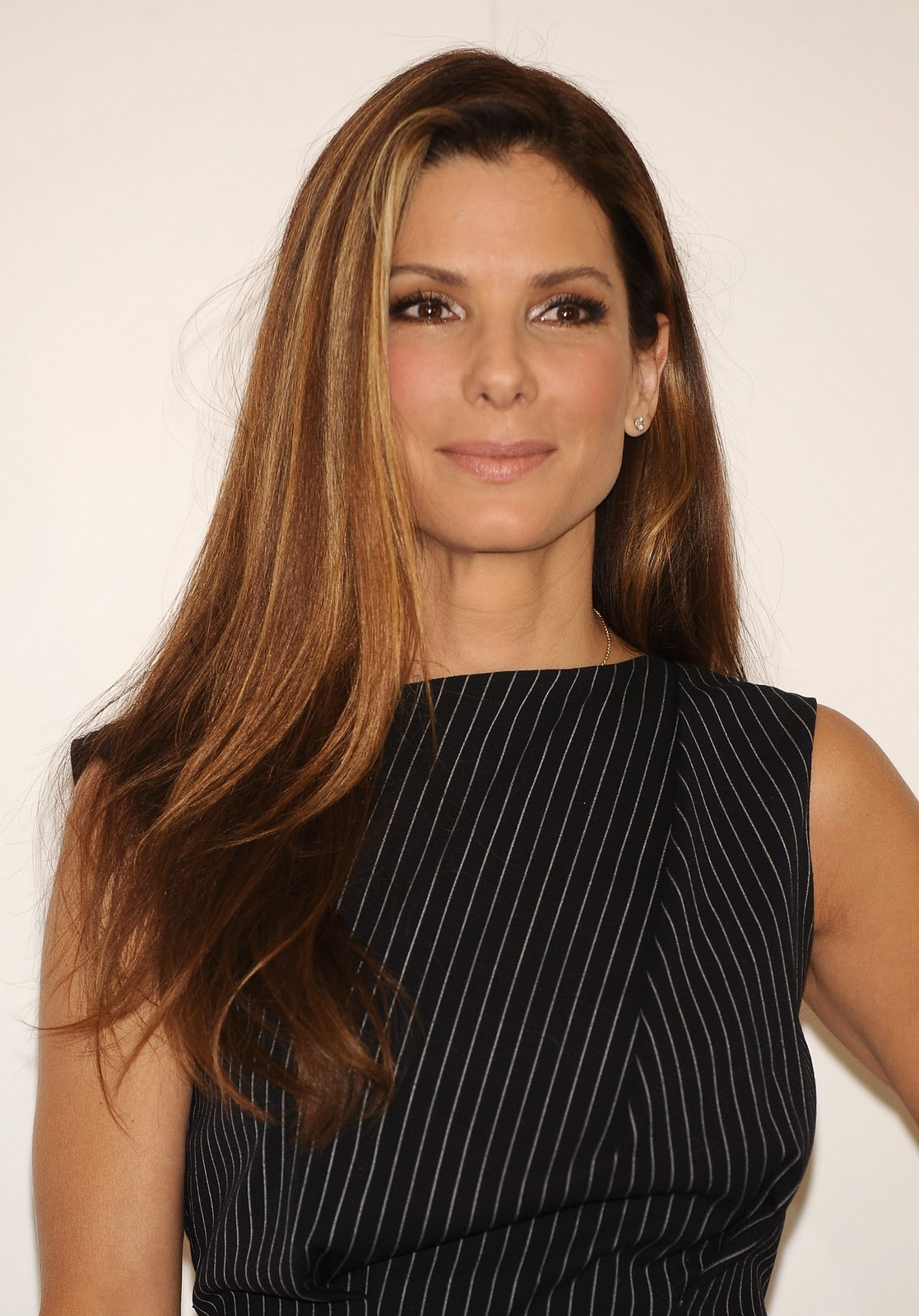 http://4.bp.blogspot.com/-xa69USJ3Q7Q/ToWe0LiGv6I/AAAAAAAAAiY/Ef5ZYdK1GR0/s1600/Beautiful+Sandra+Bullock+%252825%2529.jpg