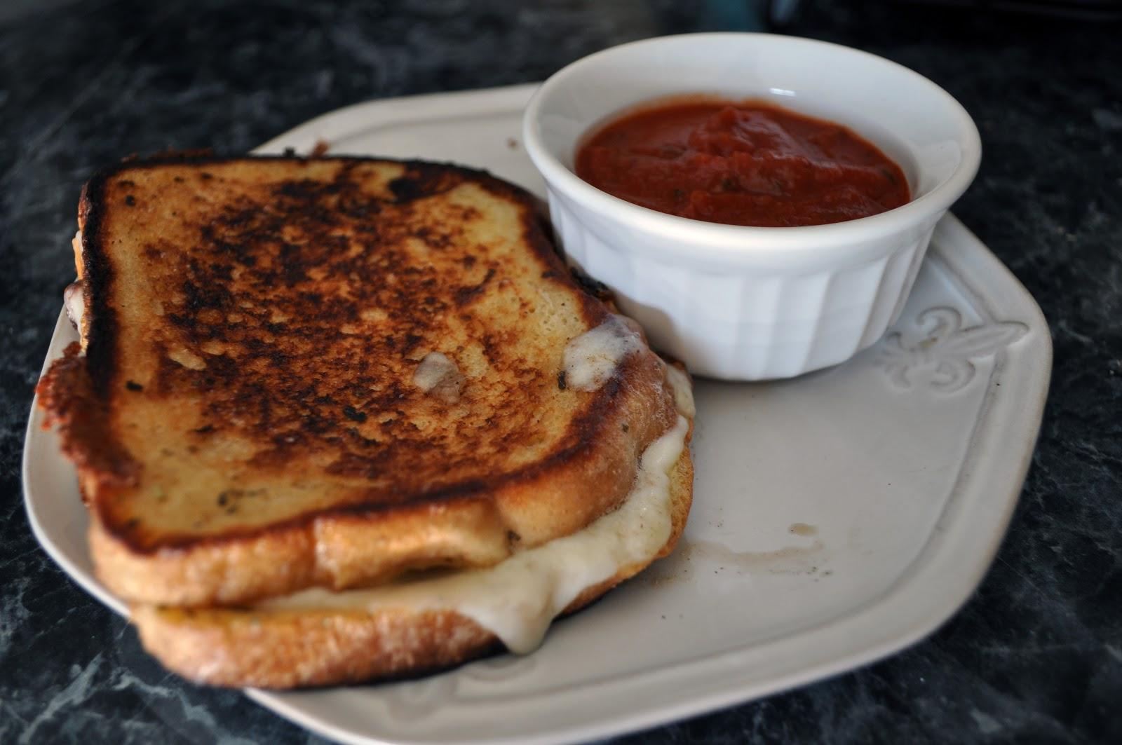 Grilled Mozzarella Sandwich | All Kinds of Yumm