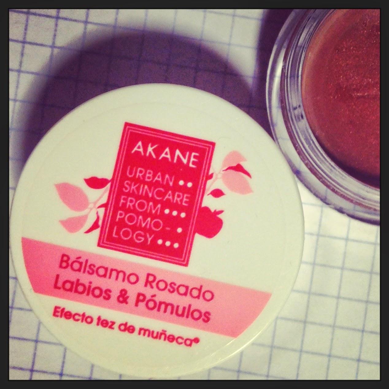 Akane y su bálsamo Rosado para labios y pómulos.