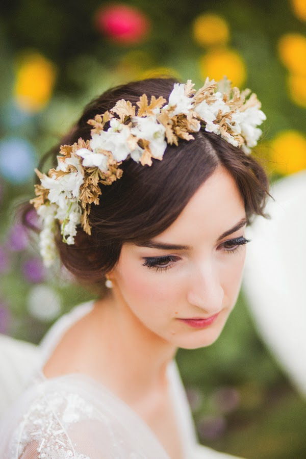 moda cabellos: peinados de novia con coronas de flores - 2014