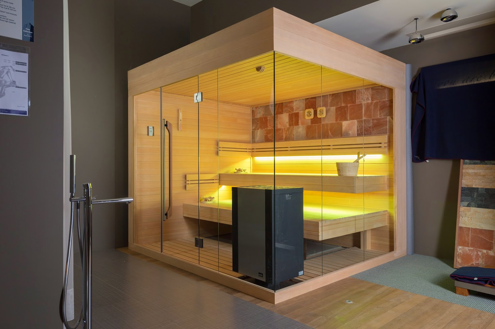 ZE13 - Zelien - showroom - panoramic glass - Sauna - floating benches - saltstone