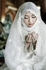 Alasan Yang Membuat Wanita Jatuh Cinta Pada Islam