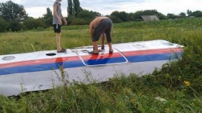Potongan Pesawat Malaysia Airlines MH-17