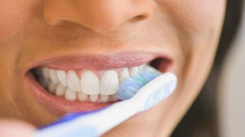 Chải răng tối thiểu 2 lần mỗi ngày là cách chăm sóc răng hiệu quả