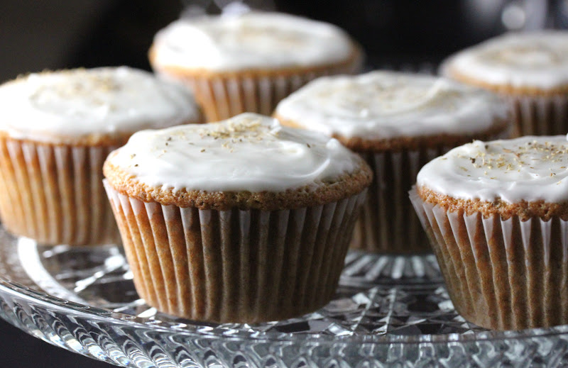 MINI CHAMOMILE CUPCAKES WITH HONEY FROSTING