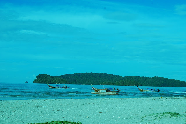 Boats on the Nopparat-thara beach.