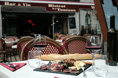 Visit our wine bar Bistrot Les Tontons, Saumur
