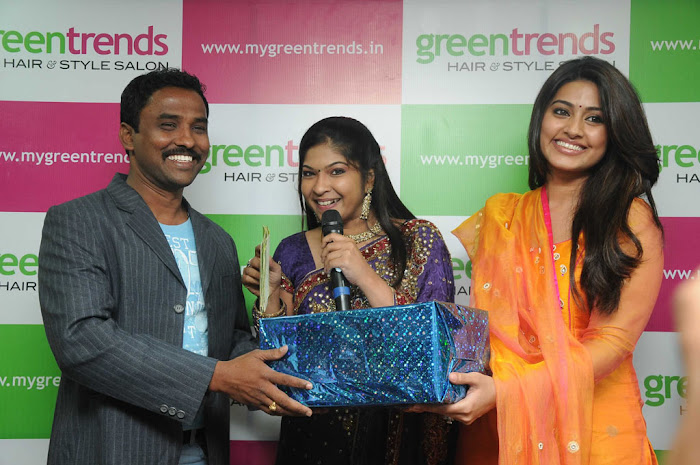 sneha sizzling new @ green trends launch unseen pics