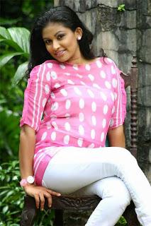 Muthu Tharanga tight jeans