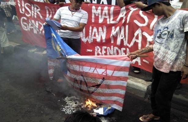 ... Malaysia dan mengugut untuk mencederakan rakyat Malaysia dan